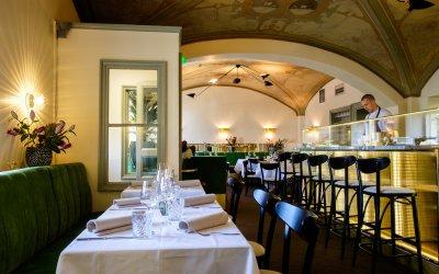 Restaurant full of relaxed Southern atmosphere in Helsinki